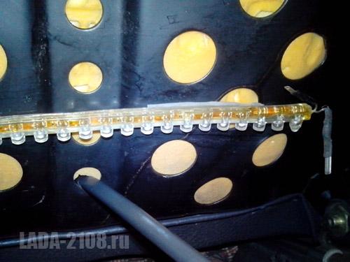 Отверстие для вывода кабеля элемента обогрева сиденья LADA Samara