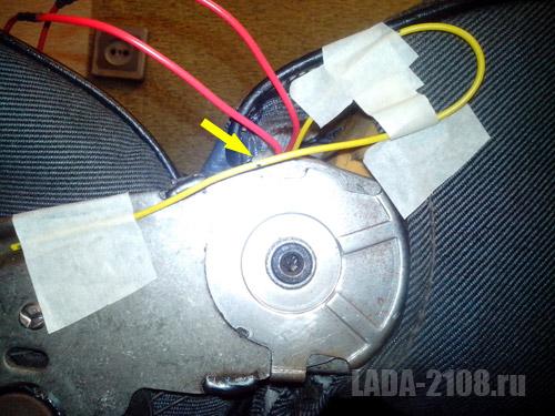 Схема петли свободного хода кабеля (положение - спинка отклонена назад), стрелкой показана метка
