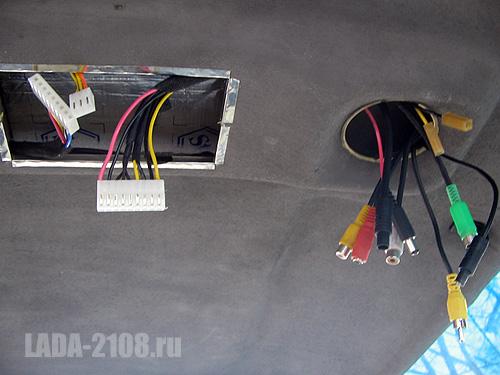 Проводка в процессе установки потолка.