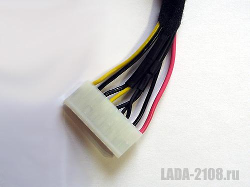 Один из жгутов проводки с разъёмом.